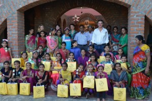 bank-and-vogue-community-work-at-karuna-girls-orphanage